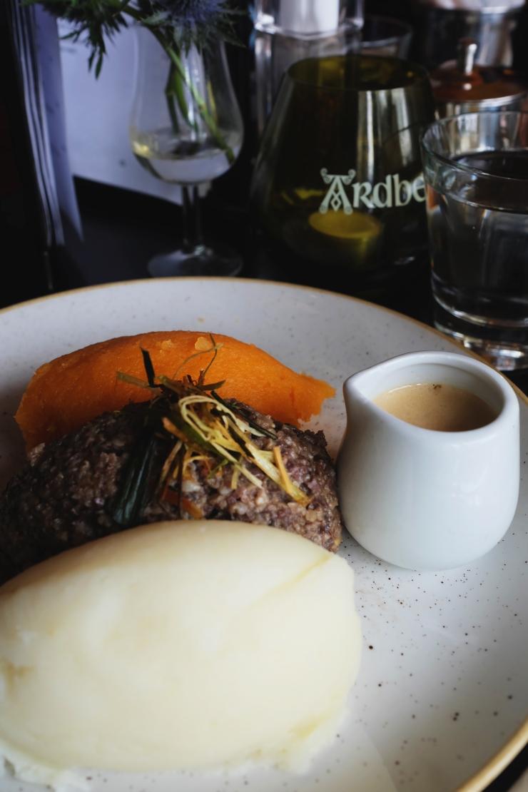 eat haggis in edinburgh